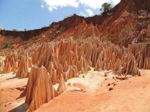 Tsingys Rojos de Irodo en Madagascar