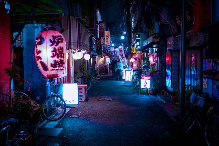 Imagen nocturna de Akabane en Japón