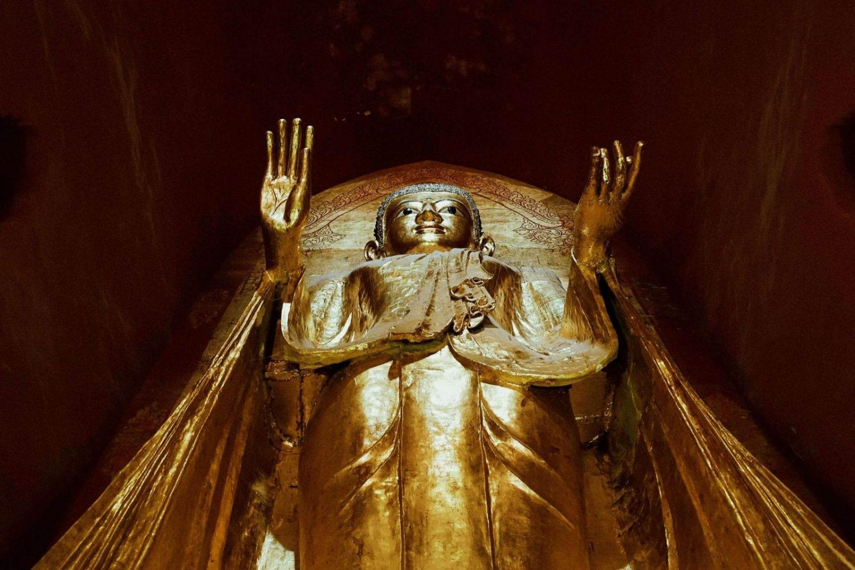 Imagen de Buda recubierto de oro en el Templo de Ananda