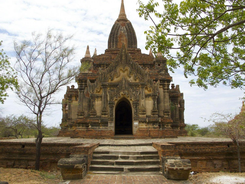 iglesia en Birmania en paisaje