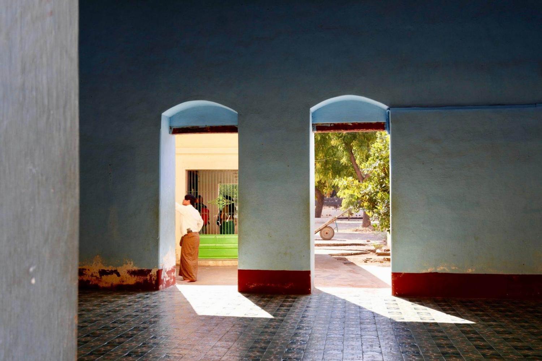 habitacion vacía abierta a la calle en myanmar