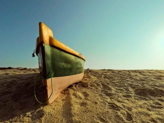 Barca de pesca en la playa