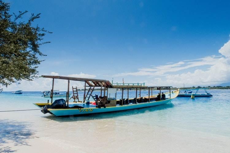 Barcas tradicionales al norte de Lombok en Indonesia