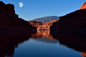 Luna sobre el lago