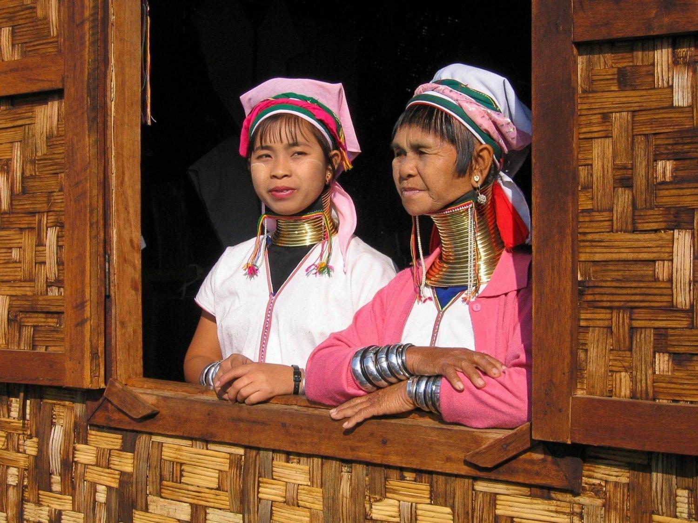 mujeres de cuello largo Tradicional de Birmania