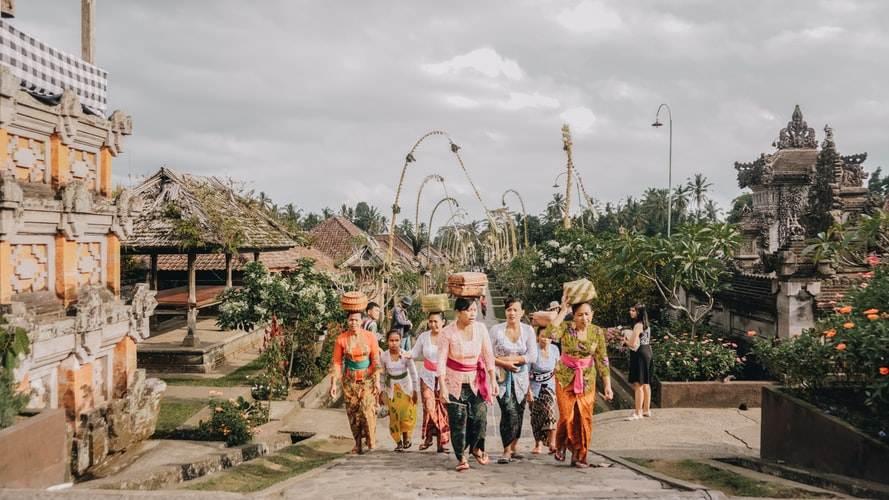 Mujeres en una ciudad de Indonesia