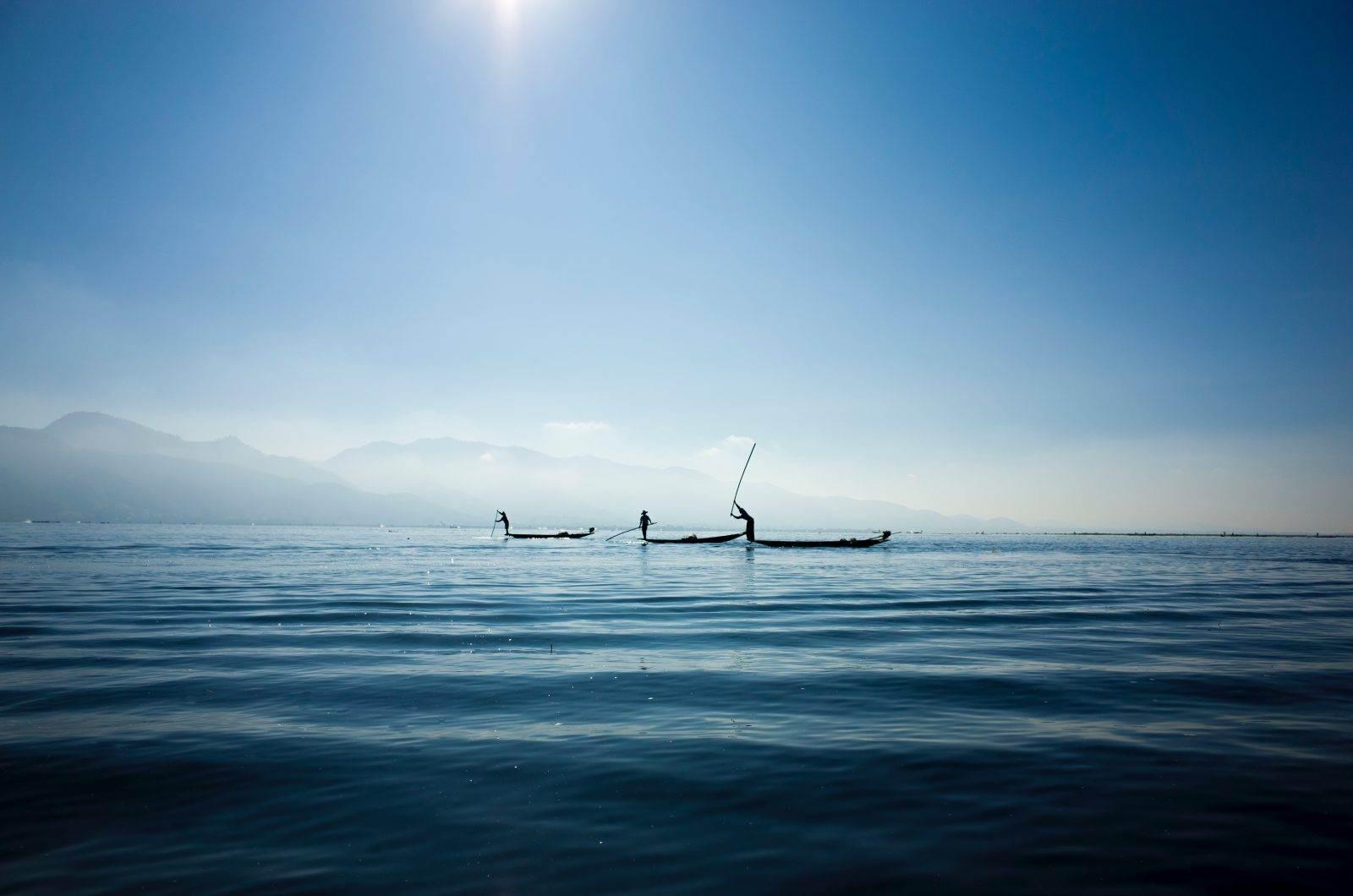 Embarcación en mitad del mar en Birmania