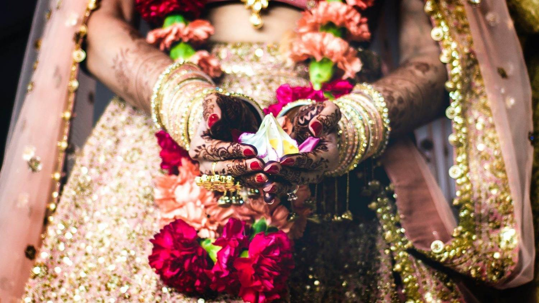 detalle de traje de novia hindú