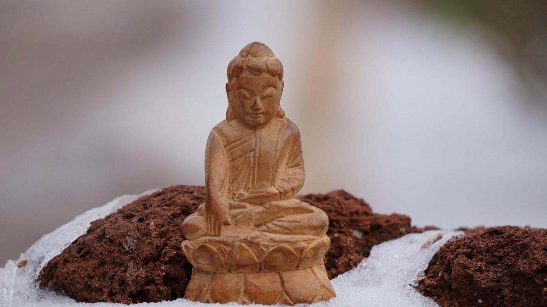 Buda tallado en madera en Camboya