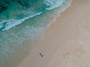 Playa de arena blanca en Seychelles