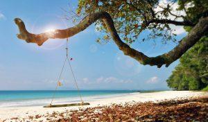 Columpio en la playa de Andamán (India)