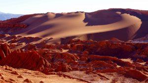 Dunas de color rojizo en el desierto de Atacama