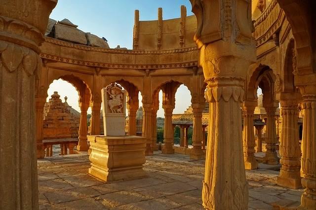 Bada Bagh, jardín de cenotafios