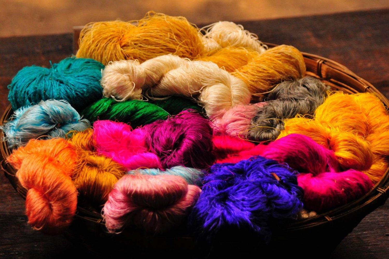 Ovillos de seda de diferentes colores