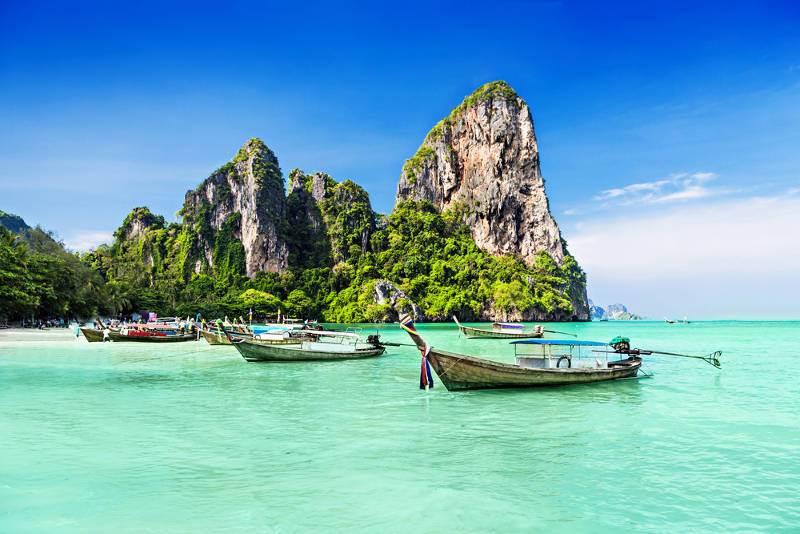 playa de aguas transparentes en Tailandia