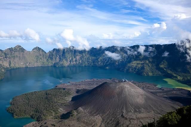 volcán rinjani indonesia
