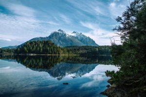 Lago en el Parque Nacional Nahuel Huapi en la Patagonia argentina