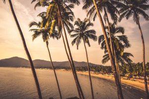 Atardecer en una playa de Goa