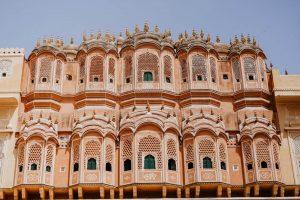 Vista de uno de los monumentos rosados de Jaipur, India
