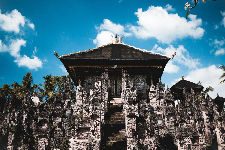 templo de Bali con cielo azul