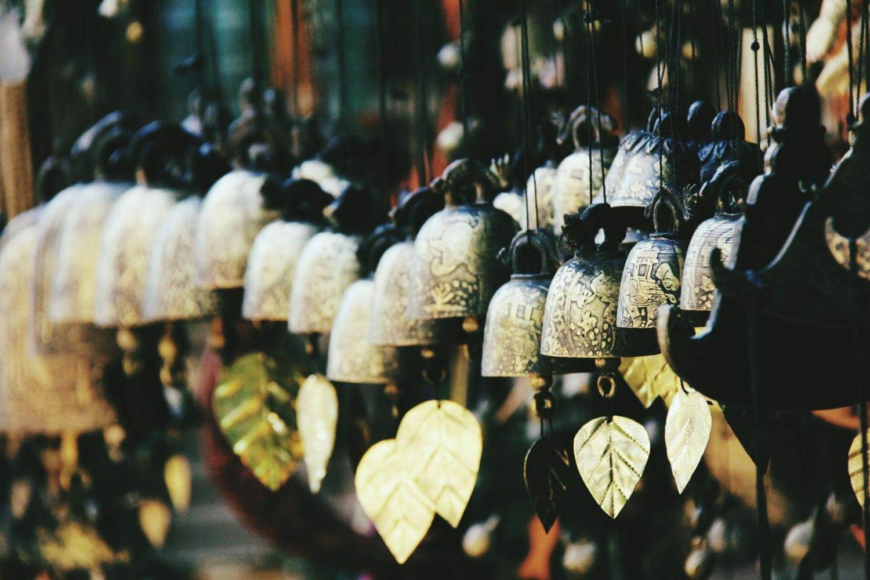 Campanas doradas en un templo de Birmania