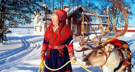 Mujer sami con reno