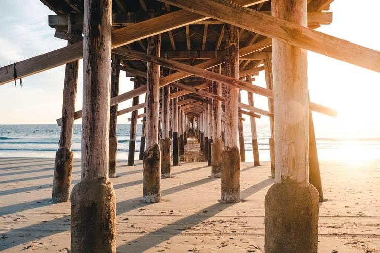 Muelle de madera en Newport Beach