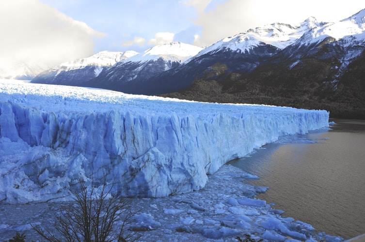 Vista lateral del glaciar Perito Moreno