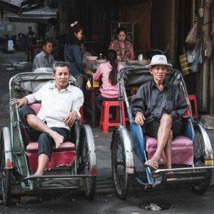Camboyanos sentados
