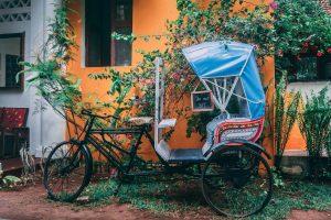 Tuc Tuc aparcado en una calle de la India