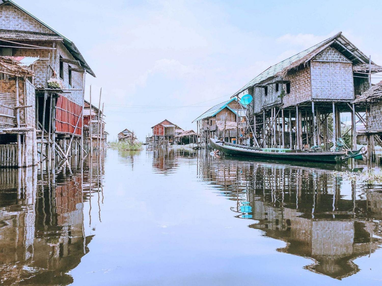 Casas flotantes en el Lago Inle de Birmania
