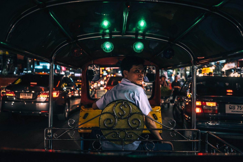 Conductor de tuc tuc en Bangkok