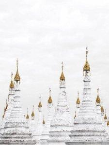 Cúpulas blancas y doradas de Birmania