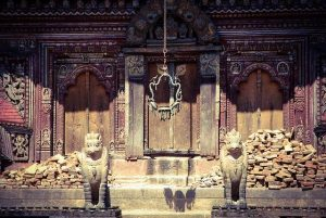 Puerta de templo en Nepal