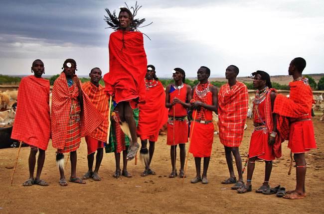 Tribu africana en un safari
