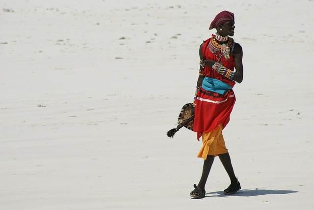 Chica de una tribu de Kenia