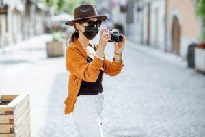 Turista con mascarilla