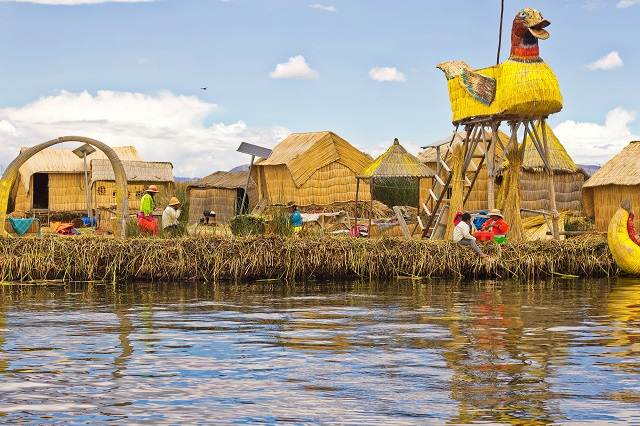 Uros en el Lago Titicaca