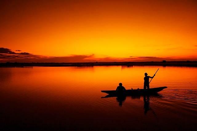 laguna de vietnam y barca